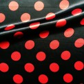 Raso estampado carnaval topos rojo fondo negro