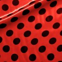 Raso estampado carnaval topos negro fondo rojo