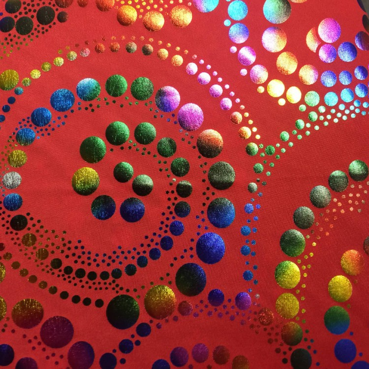 Lycra estampado spiral multicolor fondo rojo